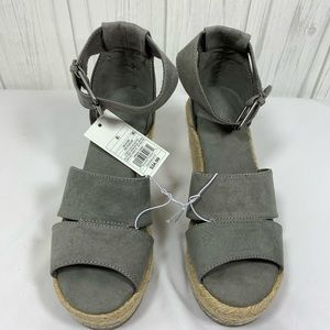 UNIVERSAL THREAD GRAY WEDGE SANDALS SIZE 8 1/2